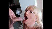 Vizinho chega louca de vontade pra mijar na minha boca e depois dar uma surra de cacete nessa vadia! Adoro ser a. por um macho faminto!!