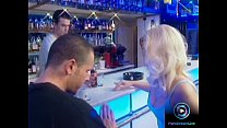 Pretty babe got lost and found a stranger to fuck at the bar pornhub video