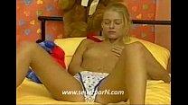 Screenshot Blondes deutsch es M&aumldchen zieht sich aus zieht sich aus