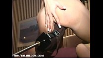 Busty amateur fucked non stop by a brutal dildo machine缩略图