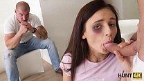 HUNT4K. Küken wird von einem Fremden gefickt, anstatt mit dem Ehepartner zu kämpfen