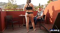 Casting a jovencita española en su debut porno.
