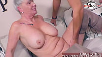 Deutsche Oma mit dicken Natur titten fickt ihren Enkel
