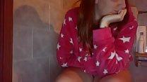 Masturbazione fantastica seduta sul cesso in pigiama vieni a spiarmi صورة