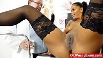Ebony wonder taking a good cunt checkup