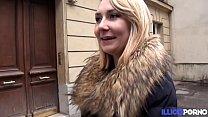Nikki jeune coquine trouve un inconnu dans la rue pour la baiser (sex vid.com) thumbnail