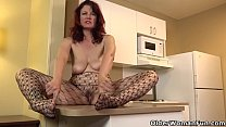 USA milf Amanda Ryder gets things done in the kitchen