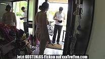 German Mature oeffnet Dem pizza Nackt die Tuer pornhub video