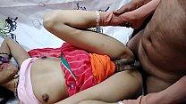 Hot Desi bhabi ke pati ke Bhai ne bhabi ko gher...