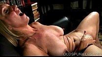 Download video bokep Beautiful busty old spunker fucks her fat juicy... 3gp terbaru