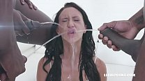 Gina Ferocious discovers wet game IV377