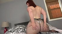 American milf Scarlett pushes a dildo deep into...