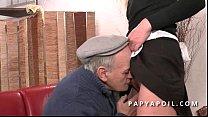Image: Papy recoit une bonne pipe de femme de menage qui se fait bourrer la chatte