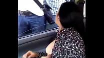 Image: Xalapeña exhibicionista muestra sus tetas en público cuando pide una direccion