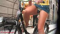Upskirt - Bicicleta