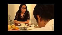 หนังโป้เวียดนามหัวหน้าสาวมาลูกน้องมากินข้าวเย็นเสร็จแล้วชวนขึ้นห้องจัดหนักกระแทกกันสุดมันส์