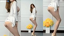 Korean girls show their butts