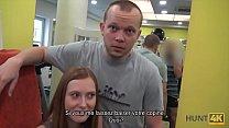 HUNT4K. La ingenua conejita de gimnasio tiene sexo con un hombre rico