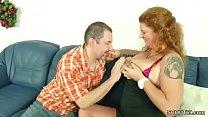 Die Mutter mit den dicken Titten laesst ihn endlich ran Vorschaubild