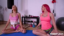 Gym fuck sluts Aislin and Roxi Keogh pussy insertion with jumprope handles