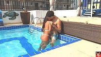 Chris e Lunna Vaz fudendo gostoso na piscina (duas câmeras) Vorschaubild