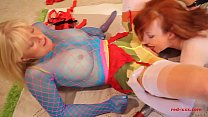 Red XXX and her girlfriend get naughty in nylons缩略图
