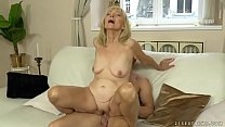 Old lady enjoys deep fuck with her younger lover Vorschaubild