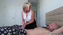 Download video bokep Sexy milf handjob 3gp terbaru