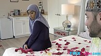 Violet Myers In Childbearing Hijab Hips Preview