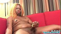 Curvy black tranny fingers her tight asshole