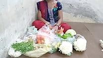 Desi girl scolded a vegetable buyer selling vegetables