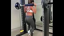 Anitta exercising