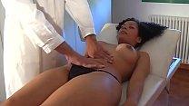 Hot latina fucked by doctor in his office! Vorschaubild