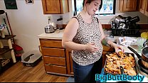Big Ass Teen Fucked While Making Her Man Dinner [큰 가슴 big tits huge tits]