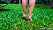 HOT GIRLS FEET ON THE GRASS