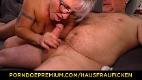 HAUSFRAU FICKEN - Chubby German granny fucks her husband during mature amateur tape Vorschaubild