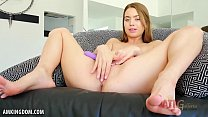Jill Kassidy cums all over her toy for you