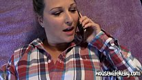 Housewife Kelly gets fucked while on phone with Mom صورة