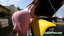 Big-ass gal tries to fix car - 69VClub.Com