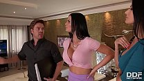 Realtor gets to bang leggy babes Jasmine Jae & Ania Kinski until he cums