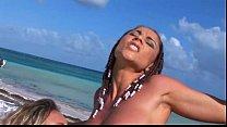 Roberta Missoni e Alessia Donati lo prendono in culo a spiaggia