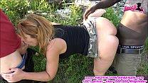 Deutsche Hausfrau kami katzerl fickt Outdoor mit großem Schwarzen und weißen Schwanz Vorschaubild