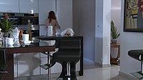 Patron sans scrupule, encule la fille de 18 ans, de sa secretaire.