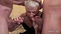 Mamy libertine veut du sperme chaud de jeunot pour son casting porno thumbnail