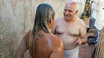 Vovô dando Banho na Novinha que conheceu na Praia !!! Paty Bumbum - Vovo doidera - El Toro De Oro porn image