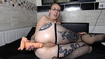 Cris Bathory masturbating her ass deliciously with a toy until he broke into it all