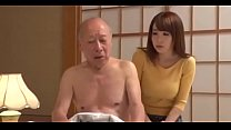 Le encanta cuidar a su suegro