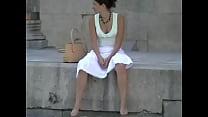 wind blow up white skirt صورة