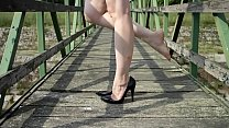 Cams4free.net - Barefoot Shoeplay in High Heels