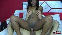 A mulata Samira Ferraz leva uma aula de sexo anal com Fabio Lavatti
